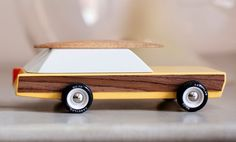 woody-wooden-toy-car