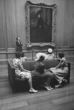 Women admiring a painting at the National Gallery of Art, Washington DC, August 1943 Ph. Wallace Kirkland