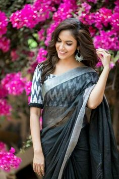 35 Girly Fashion Looks That Look Fantastic – Fashion New Trends Simple Blouse Designs, Stylish Blouse Design, Latest Blouse Designs, Black Blouse Designs, Cotton Saree Blouse Designs, Saree Blouse Patterns, Pattern Blouses For Sarees, Silk Blouses, Saree Blouse