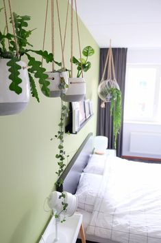 63 Trendy Home Decoration Color Plants Bedroom Green, Green Rooms, Master Bedroom, My New Room, My Room, Oasis, Wooden Stools, Trendy Home, Home Staging