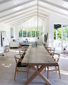 Image may contain: table and indoor Oak Table, Table And Chairs, Summer House Interiors, Scandinavian Interior Design, Living Room Seating, Rustic White, Living Room Inspiration, Decoration, Sweet Home