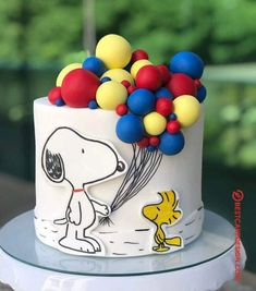 50 Most Beautiful looking Snoopy Cake Design that you can make or get it made on the coming birthday. Bolo Snoopy, Snoopy Cake, Pretty Cakes, Cute Cakes, Peanut Cake, Birthday Cake Decorating, Snoopy Birthday Decorations, Eat This, Cake Decorating Techniques