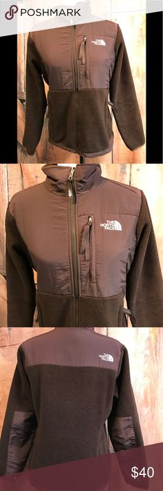 ⭐️B1G1 free⭐️ The North Face Fleece Coat Women's size small chocolate brown North Face Fleece Coat. Tiny pull in the back on the bottom. Not noticeable. Smoke free home. Next day shipping. Please feel free to ask any questions. Thank you for shopping my closet. Offers always welcome❤️ The North Face Jackets & Coats