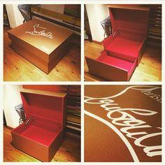 Louboutin shoes storage pour y mettre vos plus  belles paires de chaussures !! Infos et commandes instagram @shoesday
