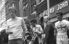 Photographs by Simos Tsapnidis, at Carnaby Str. More photos in our archives, all in High. Vintage Men, Vintage Shops, Editor Of Vogue, Lord John, Mary Quant, Swinging London, Carnaby Street, Mod Girl, Lady Jane