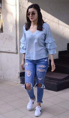 One way you can immediately look modern-day is to integrate existing patterns in your OOTDs. However beware with trends and absolutely do not dress in fashionable pieces head-to-toe. Attempt pairing some torn jeans with a basic shirt for starters. Western Outfits, Western Wear, Western Tops, Mode Outfits, Casual Outfits, Teen Fashion, Fashion Outfits, Fashion Beauty, Alia Bhatt Cute