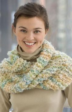 Free pattern on how to make this cowl knit.