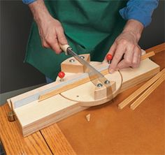 In just one weekend, you can transform your drill press into a more versatile woodworking tool. Small Woodworking Projects, Japanese Woodworking, Woodworking Hand Tools, Wood Tools, Woodworking Techniques, Woodworking Tools, Wood Projects, Drill Press Table, Diy Table Saw