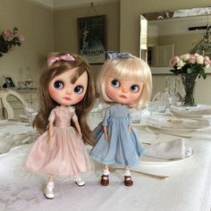 """Mummy says we can stay up and say hello to the guests, then we have to go to bed!"" #tonespeach  #vainilladolly  #kawaii  #sisters  #blythedolls  #dollphotography  #dakawadolls  #dinnerparty #ootd"