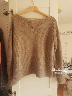Tricot collection : mon pull doudou à moi ! One Skein Crochet, Crochet Cowl Free Pattern, Skirt Pattern Free, Baby Cardigan, Diy Crochet For Beginners, Baby Overall, Dou Dou, Popular Crochet, Point Mousse