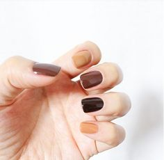 """If you're unfamiliar with nail trends and you hear the words """"coffin nails,"""" what comes to mind? It's not nails with coffins drawn on them. It's long nails with a square tip, and the look has. Fall Nail Art, Fall Nail Colors, Hair Colors, Winter Colors, Nagellack Trends, Nails 2018, Manicure E Pedicure, Fall Manicure, Manicure Ideas"""