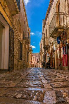 Street in Erice, Trapani (Sicily, Italy) #erice #sicilia #sicily