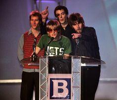 Kula Shaker al Brit Awards 1997 http://staypulp.blogspot.com/2017/02/kula-shaker-al-brit-awards-1997.html