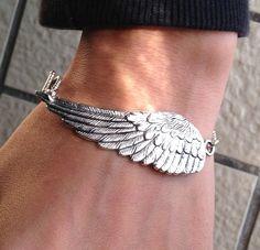 Steampunk Angel Wing Bracelet  Victorian bracelet  por pier7craft
