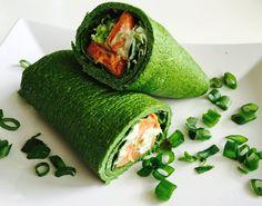 Denne opskrift byder på lækre, sunde glutenfri æggewraps. Disse grønne ruller er nemlig fyldt med protein og fibre, og passer perfekt som et frokostmåltid.