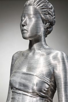 Aluminum Wire Sculpture: Seung Mo Park (Korean Artist) created these amazing crafted figurative wire sculptures made with tightly wrapped layers of aluminum w Sculpture Metal, Abstract Sculpture, Sculptures Sur Fil, Wire Sculptures, Chuck Close, Colossal Art, Contemporary Sculpture, Mo S, Korean Artist