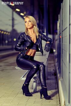 Natalie in hot leather outfit 👠 Sexy Latex, Leather Gloves, Leather Pants, Black Leather, Leder Outfits, Crop Top Bikini, Bodysuit, Leather Fashion, Sexy Outfits