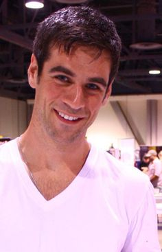 Eddie Cahill....the main reason I watch CSI NY :-)