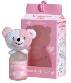 Les Parfums bébé LOUNA sont des produits destinés aux nourrissons. Le contenant est adapté au jeune age avec un bouchon nounours et un flacon. Graphisme, couleur, étiquette correspondent aux cibles (Bleu=Garçon, Rose=Fille). Le stockage se fait grâce à un emballage qui rappel le produit et ses couleurs. L'impact visuel est travaillé avec le bouchon en peluche Ourson. Les enfants peuvent s'identifier au produit grâce à ses couleurs. C'est avec ces éléments que Louna attire et cible sa…