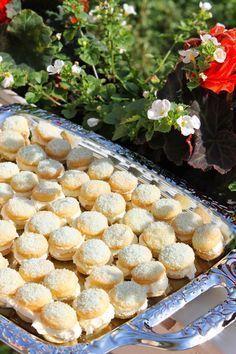 Tuoksua talossa: Suussa sulavat pikkuleivät Baking Recipes, Cookie Recipes, Dessert Recipes, Desserts, Fresco, Sweet Bakery, Something Sweet, Yummy Cakes, Sweet Tooth