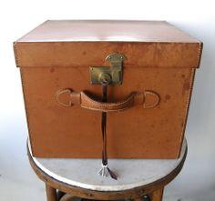 FABULOUS EDWARDIAN HAT BOX Tan Leather Brass Lock & Latch Satin Lined 3 Keys