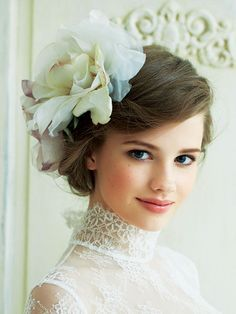 I like the overall look but maybe this is just a very pretty person haha. I feel really cautious about the placement of blush making me look off and i don't know how I feel about this placement on my own face Bohemian Wedding Hair, Headpiece Wedding, Bridal Headpieces, Fascinators, Floral Wedding, Bridal Makeup, Wedding Makeup, Bridal Hair, Japanese Wedding