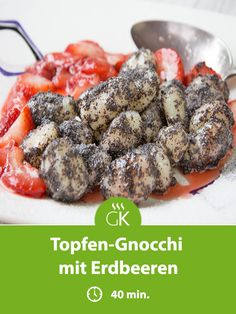 These curd cheese gnocchi with strawberries are a fine dessert or dinner. A recipe that the whole family will enjoy. These curd cheese gnocchi with strawberries are a fine dessert or dinner. A recipe that the whole family will enjoy. Vegetarian Lifestyle, Vegetarian Recipes Dinner, Healthy Dinner Recipes, Baby Food Recipes, Paleo Recipes, Crockpot Recipes, Sweet Dumplings, Prawn Dumplings, Easy Meals