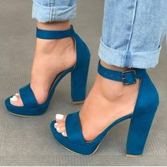 Create a lot of new and stylish images this season will allow the most fashionable women's shoes - sandals. Fancy Shoes, Crazy Shoes, Cute Shoes, Me Too Shoes, Sock Shoes, Shoe Boots, Sneaker Heels, Dream Shoes, Beautiful Shoes