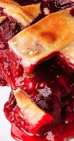 """Raspberry Pie """"Easy to make raspberry pie can be made with either fresh or frozen raspberries. This is the perfect dessert, tart, sweet, perfect raspberry pie! Best Dessert Recipes, Fruit Recipes, Pie Recipes, Fun Desserts, Delicious Recipes, Raspberry Desserts, Pie Cake, Pie Dessert, Raspberries"""