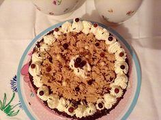 La combinación de café, nata y chocolate suele dar unos resultados estupendos en innumerables recetas dulces, ya sean helados, batidos o tartas. Así que esta vez he preparado un bizcocho de moka co...