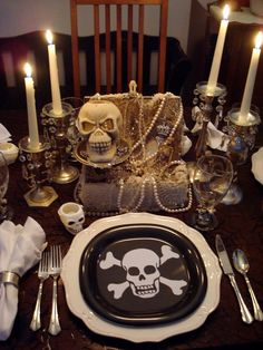 Pirate tablescape, just in time to get you in the mood for Halloween. Great idea for a theme dinner!  Arrgggh...! #pirates