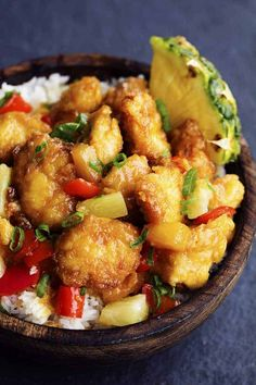 Delicious chicken pan in a sweet and spicy pineapple sauce .- Delicious chicken that is breaded and baked in a sweet and spicy pineapple sauce. It bakes to perfection and is so much better than take away! Sweet Hawaiian Crockpot Chicken Recipe, Sweet N Sour Chicken, Baked Chicken, Chicken Recipes, Healthy Chicken, Baked Pineapple Chicken, Crab Recipes, Chicken Flavors, Chicken Meals