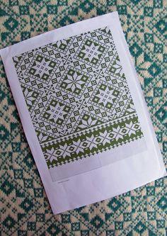Mønster på kofta jeg falt for på Hillesvågutstillinen finnes ikke. Se andre pins i mappa som viser innsamling av info om dette mønsteret. Måtte derfor tegne av bildene jeg tok på utstillingen. Fair Isle Knitting Patterns, Fair Isle Pattern, Knitting Charts, Weaving Patterns, Loom Knitting, Knitting Stitches, Embroidery Patterns, Knit Mittens, Knitted Hats