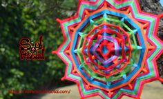 Mandala de 12 puntas tejido en lana ❥ Para interior y también poder llevarlo a exteriores para disfrutar/meditar con tu mandala. Dependiendo de como lo coloques y la Luz/Sol que le dé, encontrarás matices e inspiración diferente y extraordinaria... que te ofrecerá Paz y Serenidad al instante. + Descripción en web ツ #talisman #meditación #relajación #mandalas #creatividad #color #luz #serenidad #unidad #protección #magia #decoración #espitritualidad #arte #ArteSano