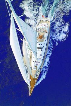 Yacht  Żeglarskie prezenty, morskie dekoracje, marynistyczny wystrój wnętrz, mosiężne kompasy żeglarskie, dawne busole, mosiężne sekstanty, stylowe lunety kapitańskie, drewniane koła sterowe, mosiężne dzwon żeglarskie, lampy żeglarskie, drewniane modele jachtów i żaglowców  Marynistyka.org - marynistyczne dekoracje, żeglarskie prezenty, morski wystrój wnętrz,  Marynistyka.pl - upominki dla Żeglarzy, żeglarski styl,  Sklep.marynistyka.org - prezent dla Żeglarza, marynistyczne dekoracje