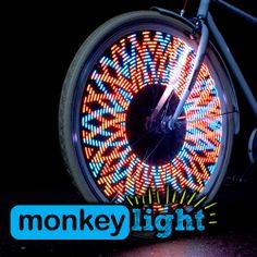 La rivoluzionaria idea Made In Usa per CICLISTI ILLUMINATI. Renditi visibile con creatività - aumenta la tua visibilità!! Monkey Light luci LED per biciclette. Perfette per City Bike, Free Styler, MTB, BMX, Scatto Fisso, adattabile a passeggini con ruote a raggi e sedie a rotelle !!