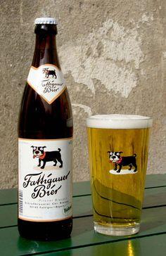 Fattigauer Bier bestellen Leipzig: http://www.liefermaus.de/Leipzig-Getraenke-Lieferservice-Heimdienst-bestellen/Bier/Pilsner/Fattigauer-Bier-20x0-5l.html