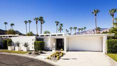 Photo 6 of 8 in Midcentury Lovers: You Can Thank This Architect for Transforming Palm Springs Into a Modernist Hotbed by Allie Weiss - Dwell Palm Springs Häuser, Palm Springs Style, Casas California, Southern California, California Houses, Palm Springs Mid Century Modern, Modern Exterior, Exterior Houses, House Exteriors