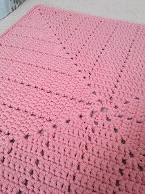 Ideas For Crochet Basket Square Baby Blankets Crochet Mat, Crochet Squares, Crochet Home, Filet Crochet, Crochet Crafts, Crochet Doilies, Crochet Stitches, Crochet Projects, Craft Projects