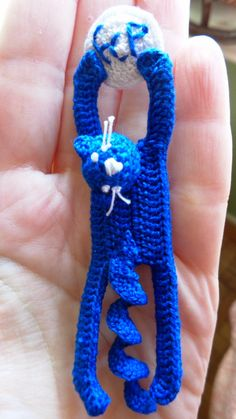 crochet pin: soccer/football cat lover blue and white pin