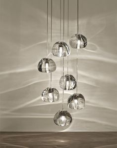 INSPIRED BY THE TRANQUIL AND MESMERIZING LIGHT REFRACTIONS CREATED BY WATER, MIZU IS A CUSTOMIZABLE PENDANT LIGHT FROM TERZANI. LIKE WATER DROPLETS, NO TWO MIZU ARE ALIKE, EACH CRYSTAL SHAPE IS UNIQUE AND MADE METICULOUSLY BY HAND. USING ONLY THE CLEAREST CRYSTAL (24% LEAD), MIZU PERFECTLY EMULATES WATER'S REFRACTION OF LIGHT, CASING AMAZING PATTERNS AROUND THE ROOM, REMINISCENT OF FLOWING WATER. DESIGN NICOLAS TERZANI.