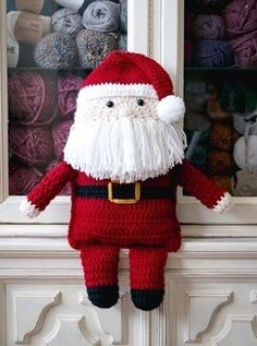 25 Crochet Christmas Patterns to Try - A More Crafty Life Crochet Santa, Cute Crochet, Crochet Dolls, Vintage Crochet, Crochet Gifts, Crochet Christmas Decorations, Christmas Crochet Patterns, Holiday Crochet, Christmas Crafts