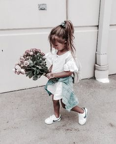 Look at these 21 adorable little girl outfits to find cute outfits for your little girl and make her happy! Fashion Kids, Baby Girl Fashion, Toddler Fashion, Style Fashion, Little Girl Outfits, Cute Little Girls, Cute Kids, Cute Babies, Baby Kind