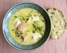 På sommaren vill man oftast ha lite fräschare mat, och då passar en lättare fisksoppa perfekt. Här kommer ett supergott recept som dessutom går snabbt att göra! Här hemma har soppan blivit något av…