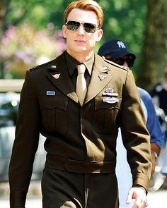 """Steve Rogers """"Captain America"""" Chris Evans"""