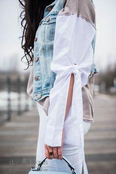 Outfit mit Jeansweste von H&M, Pullover mit offenen Blusenärmeln von Zara, Statementärmel, weiße skinny Jeans von Mango und hellblauer Rucksack von Zara   https://juliesdresscode.de   OOTD   Julies Dresscode Fashion Blog