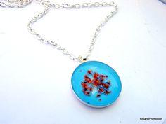 Silberkette mit echter Trockenblüte blau/orange von Sara´s Charms auf DaWanda.com