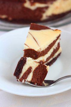 Suussasulava kahden suklaan juustokakku - Suklaapossu Tiramisu, Cheesecake, Ethnic Recipes, Desserts, Food, Drinks, Tailgate Desserts, Drinking, Deserts