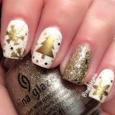 White & Gold Christmas Nails by IG user: melcisme #notd #winter #christmas #christmasnails #chinaglaze