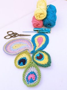 Free patterns for peacock and paisley crochet motifs from lovely Heike @ Made with Loops